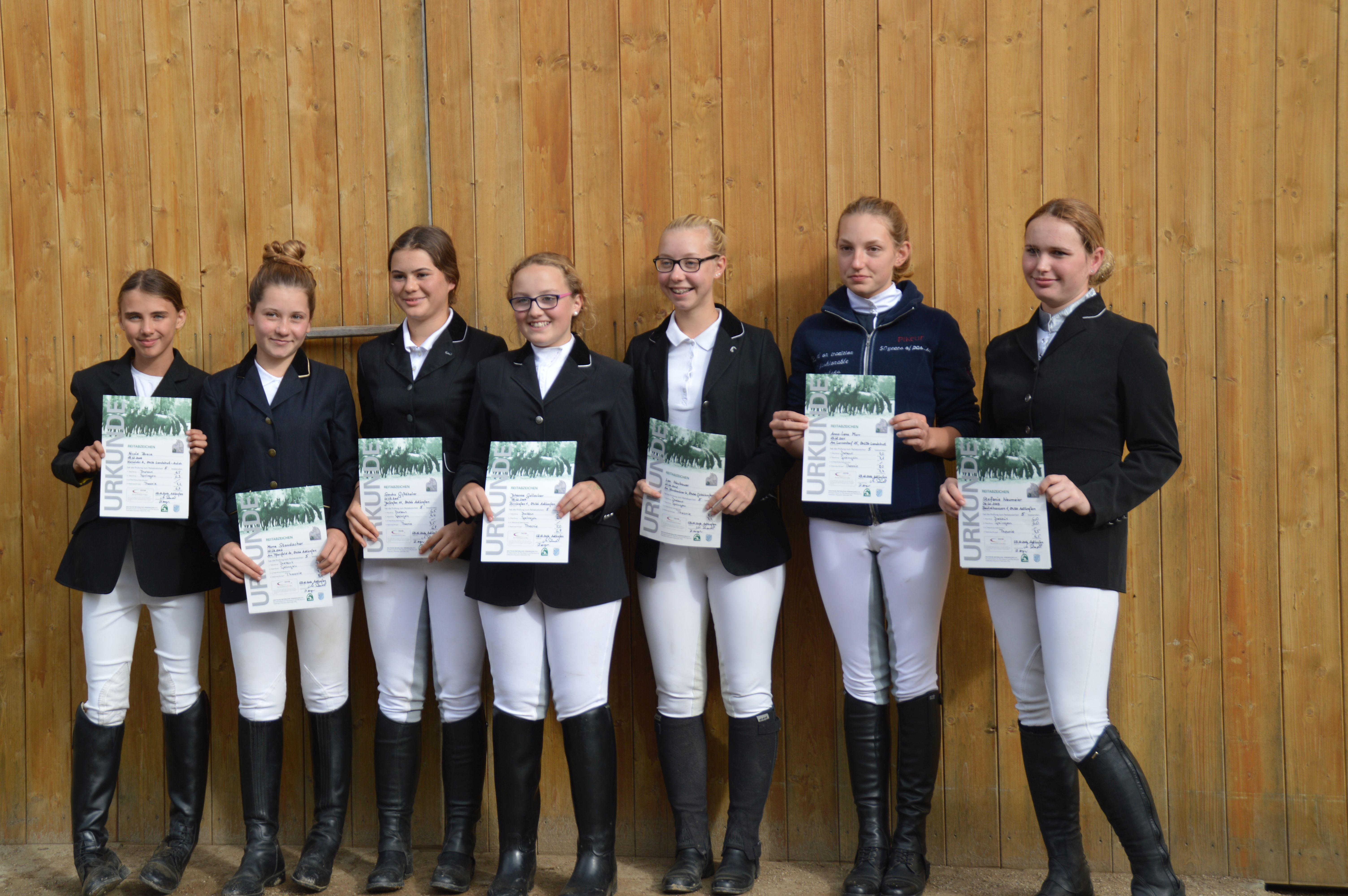 von links: Breca Nicole, Staudacher Mona, Giftthaler Sandra, Gallecker Johanna, Neubauer Lea, Murr Anna-Lena, Neumeier Stefanie